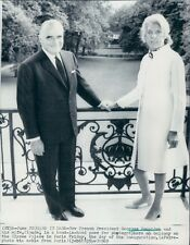 1969 France Pres Georges Pompidou Wife Claude Balcony Elysee Palace Press Photo