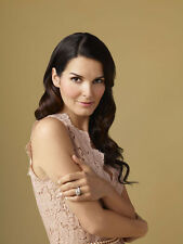 Angie Harmon UNSIGNED photo - H667 - BEAUTIFUL!!!!!