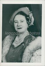 1954 Portrait of Queen Mother Elizabeth Original News Service Photo