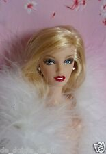 Barbie muse nue cheveux longs blonds smoky eyes avec bijoux