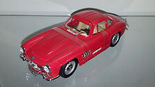1/24 BBURAGO MERCEDES BENZ 300 SL GULLWING RED WITH TAN INTERIOR