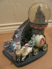 DISNEY'S CINDERELLA STAIRCASE & CARRIAGE LIGHTED MUSICAL SNOW GLOBE WITH BOX
