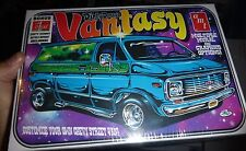 AMT DIRTY DONNY VANTASY CHEVY VAN 1/25 Model Car Mountain KIT fs 691