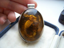 GORGEOUS VINTAGE SOLID STERLING SILVER LARGE HONEY AMBER SCORPION PENDANT RARE