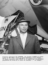 Photo originale Yul Brynner avion Lockheed Super Starliner