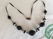 VINTAGE ART DECO BLACK AND WHITE GLASS BEAD NECKLACE.