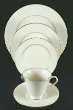 Lenox Hayworth Cosmopolitan Collection Ivory Gold Trim 5 Piece Place Setting