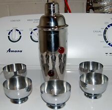 VINTAGE BAR SET LARGE CHROME COCKTAIL SHAKER AND 5 CHROME CUPS