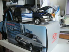Kia Dong Feng Sedona Carnival MPV 1/18 model car blue