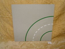 LEGO Parts: 609p01 Baseplate, 32 x 32 9-Stud Curve with Road Pattern TOWN SQUARE