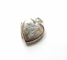 Vintage Sterling Silver SMALL HEART SHAPE PATTERNED PHOTO PICTURE LOCKET 1.8g