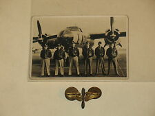 WW2 AIRCORPS PINBACK WINGS AND NICE PHOTO WITH 5 AIRMEN ~LOOK~