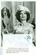 SHIRLEY MACLAINE PAINTS EASEL BLISS OF MRS BLOSSOM ORIGINAL 1973 ABC TV PHOTO