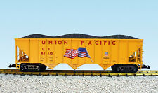 USA Trains G Scale 14028 70 TON 3 BAY COAL HOPPER Union Pacific (with Flag) - Ye