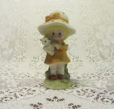 VTG BIG HAT GIRL WITH FRECKLES PEACH DRESS HOLDING KITTEN COLLECTIBLE FIGURINE