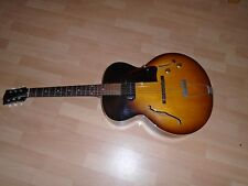 1957 GIBSON ES-125 VINTAGE SUNBURST ARCHTOP ELECTRIC GUITAR. P-90 GORGEOUS