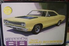 AMT 1968 Plymouth Roadrunner (Yellow) Plastic Model Kit 1/25