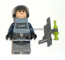 Lego Jurassic World Minifigure Female ACU TROOPER w/ Vest & Gun, from set 75918