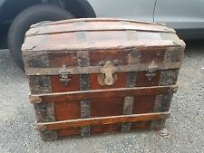 STEAMER LARGE TRUNK. WOOD, IRON AND BRASS  19TH CENTURY.