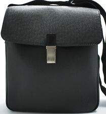 Louis Vuitton taiga Yaranga Camera Bag Messenger bolso shoulder bandolera
