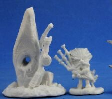 HIGHLANDS FAMILIAR AND MENHIR (2) - Reaper Miniatures Dark Heaven Bones - 77390