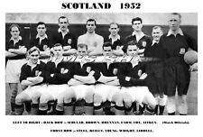 SCOTLAND FOOTBALL TEAM PRINT 1952 (BROWN/SCOULAR/REILLY/LIDDELL)