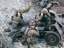 Verlinden 1/35 German Paratrooper Crew WWII le.IG 18 Gun Mortar (3 Figures) 1812
