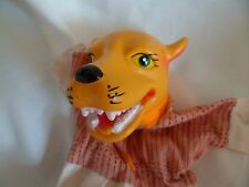 Vintage Juguete Marioneta de mano con una cabeza de lobo de plástico que muestra los dientes & Cloth Cuerpo
