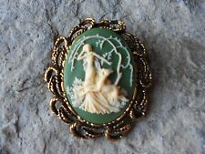 GODDESS DIANA WITH DEER, THE HUNTRESS CAMEO ANTIQUE GOLD BROOCH / PIN / PENDANT