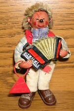 original Peter Mecki Biegefigur Made in Austria rotes Schild mit Akkordeon