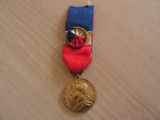 belle medaille  republique francaise attribueeministere affaire social 1968