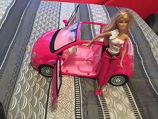 Poupée Barbie avec sa voiture Fiat 500