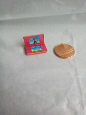 Dolls House 1/12th Scala Miniatura Rosa Games Console