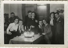 PHOTO ANCIENNE - VINTAGE SNAPSHOT - ANNIVERSAIRE GROUPE BOUGIE GÂTEAU - BIRTHDAY