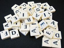 100 MARFIL COLOR azulejos de plástico Scrabble cartas Númerios Manualidades