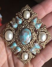 LARGE VINTAGE SARAH COVENTRY PEARL AQUA GOLD CONFETTI GLASS PIN BROOCH PENDANT