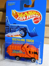 HOT WHEELS 1995 BLUE CARD ORANGE RECYCLING TRUCK WITH 7SPS COLLECTOR #143, 2073