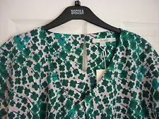 BODEN V-NECK RAVELLO TOP in GREENS TRAILING FLORAL UK 12 EUR 38-40, US 8. WA745