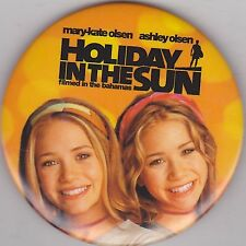 """VINTAGE 3"""" PINBACK #28-057 - MOVIE - HOLIDAY IN THE SUN"""