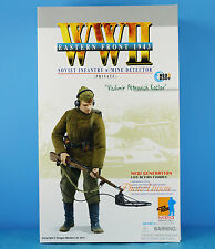 DRAGON FIGURE 1:6 WW2 Soviet Russia Infantry Soldier Army Mine Detector 70810