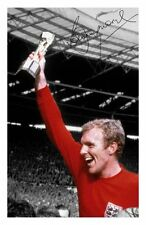 BOBBY MOORE - ENGLAND AUTOGRAPHED SIGNED A4 PP POSTER PHOTO