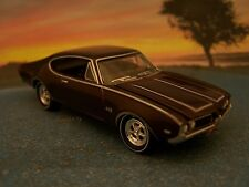 69 1969 OLDS OLDSMOBILE CUTLASS 442 COLLECTIBLE 1/64 SCALE MODEL - DIORAMA