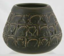 "UNIVERSITY OF NORTH DAKOTA UND 3.75"" x 4.75"" VASE W/RABBITS BY ELIZABETH BREADY"