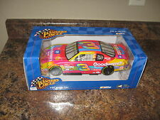 2000 Winner's Circle 1:18 Dale Earnhardt Sr #3 Goodwrench Monte Carlo Peter Max