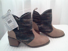 MUKLUK ANKLE BOOTS~RETAIL $99~SIZE 6~NEW