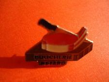 Pin's pin TRANCHE DE VIANDE ET COUTEAU DE BOUCHER BOUCHERIE PETARD (ref CL08)