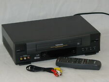 Toshiba W528 Stereo VHS VCR Video Cassette Player w/ Remote VC-522  & AV Cable