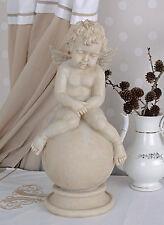 Figura de jardín Ángel Shabby Chic Figura Piedra Colada Amor en una bola Blanco