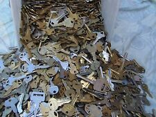 Lot of  Misc Keys  5 Pounds (LBS)  HOUSE,CARS...  Some old     Arts    Crafts