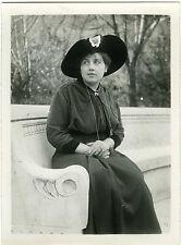 PHOTO snapshot beau portrait d'une femme en extérieur jardin 1910 mode fashion